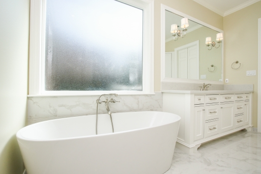 Freestanding tub and privacy window